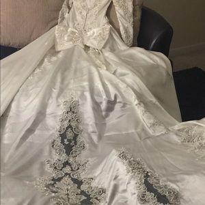 Dresses & Skirts - Beautiful offwhite wedding dress